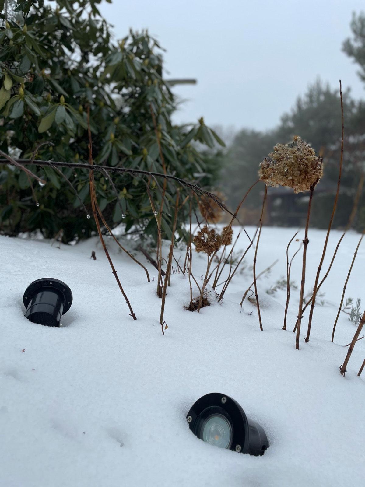 reflektor led w śniegu